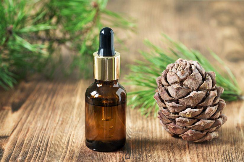 huile-essentielle-cedre-atlas-bienfaits-vertus-peau-cheveux